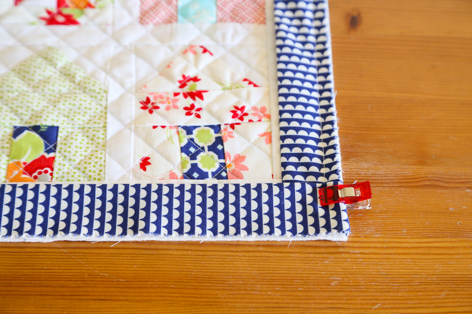 Tutorial: How to Bind a Quilt | Quilt Binding Tutorial ... : binding a quilt with mitered corners - Adamdwight.com