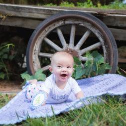 4 month baby photo shoot, baby photo shoot ideas, baby on crochet blanket, free pattern, newborn photoshoot