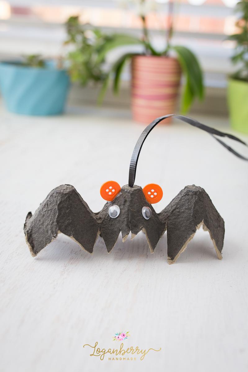 halloween egg carton crafts, halloween crafts for kids, black bat, vampire, kids crafts, diy halloween decoration