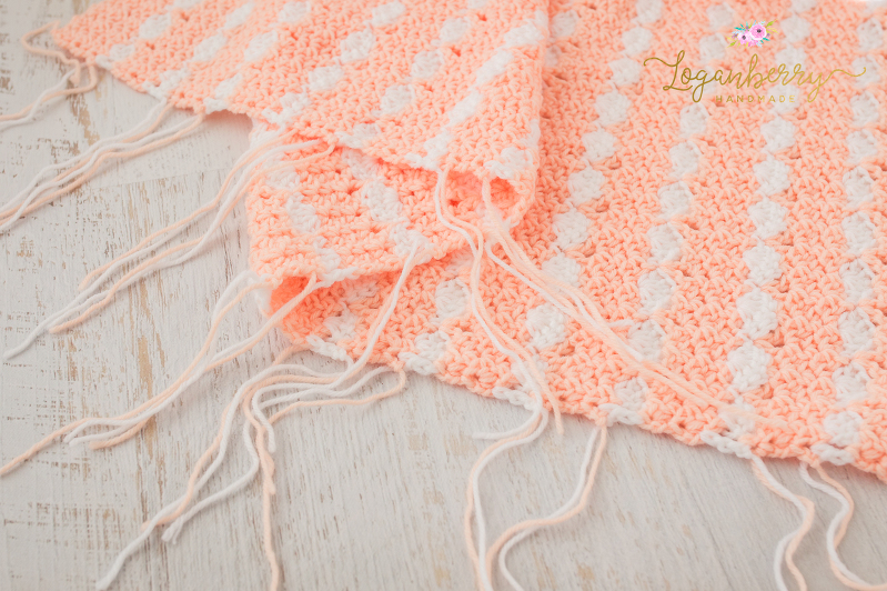 peaches and cream crochet baby blanket, baby blanket crochet pattern, crochet baby blanket tutorial, free crochet pattern, how to crochet a baby blanket, crochet blanket with scallop trim, scallop edge crochet blanket, peach blanket, pink and white blanket
