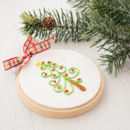 embroidered christmas tree hoop art, hoop art ornament, holiday embroidery, christmas tree embroidery, mini hoop art, handmade christmas ornament