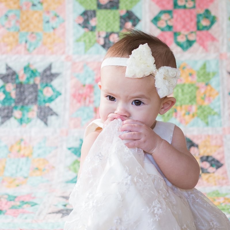 8th month photo shoot, baby photography, baby and quilt