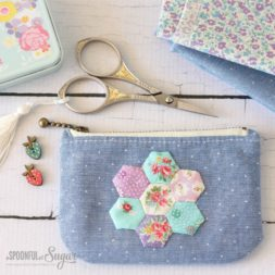 Hexie Purse Zipper Pouch Tutorial + Free Sewing Pattern, DIY, patchwork zipper bag, make-up bag, travel bag, easy sewing projects