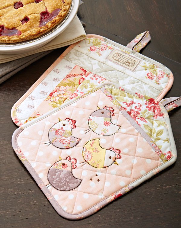 Tweet Treat Pot Holders Tutorial + Free Sewing Pattern, Sewing for your kitchen, sewing handmade gifts, easy sewing gifts, weekend sewing projects, housewarming gifts