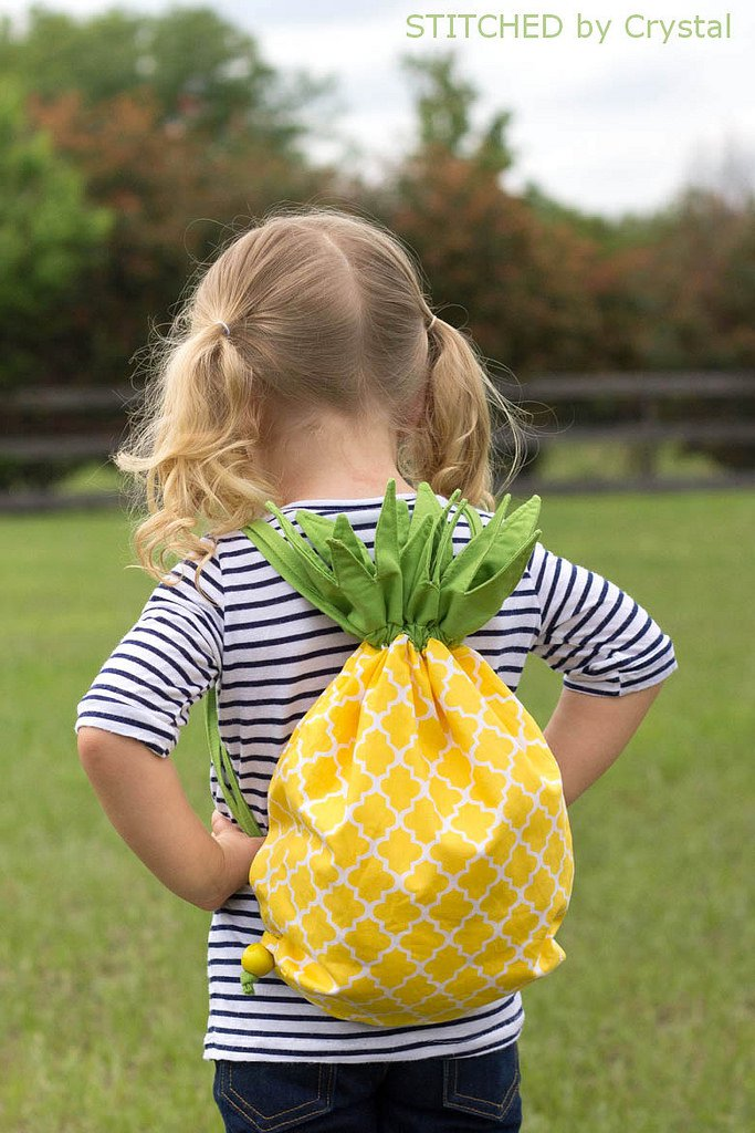 12 Sewing Projects for Summer Fun! + Free patterns + Tutorial, Pineapple back pack, draw string bag, hand bag, tote bag, bags for kids, fruit sewing