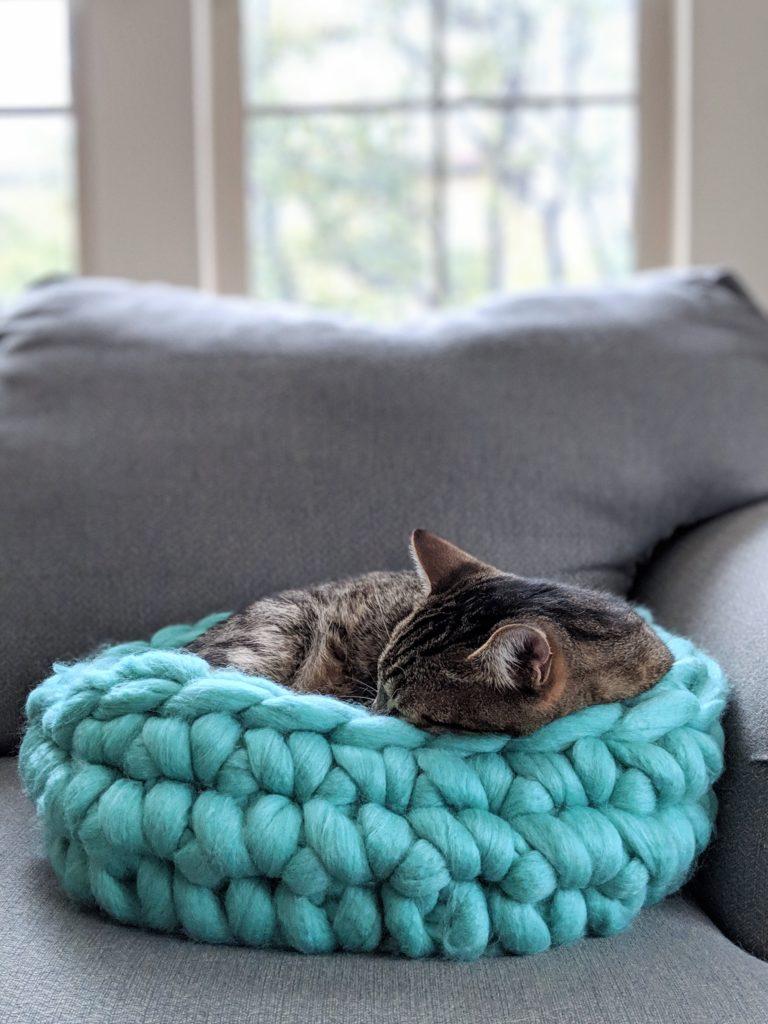 Crochet Cat Bed Super Big Chunky Yarn 187 Loganberry Handmade